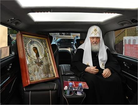 russian church leader tours moscow with holy icon to halt coronavirus