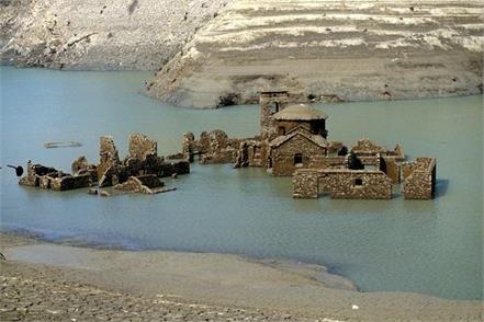 italy village lake