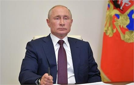 vladimir putin signs order officially to stay in power until 2036