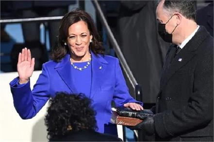 harris remembers his mother before taking the oath