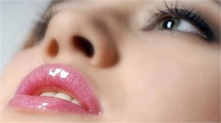 beauty tips  follow these homemade recipes to make your lips pink