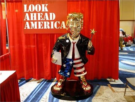 donald trump  golden statue