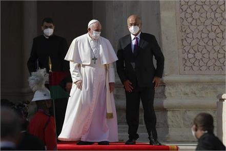 pope meets iraqi leaders in baghdads green zone