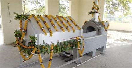 gujarat farmer innovated a low burner crematorium