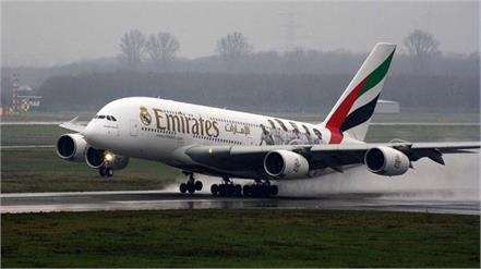 emirates to suspend flights between dubai and india for 10 days