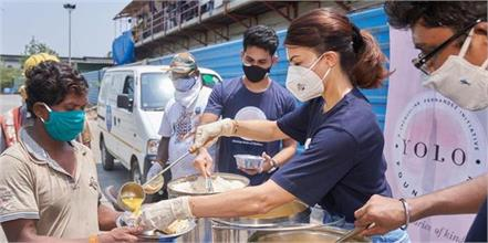 jacqueline fernandez distribute food to needy peoples