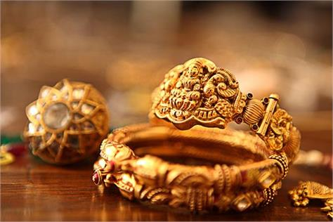 gold and silver prices declined last week due to weak global cues