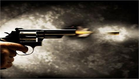 firozpur  market in firing  2 injured