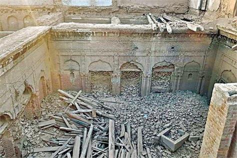 pakistan break guru nanak castle
