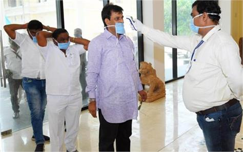 number of corona patients crossing 1300 in india  38 deaths